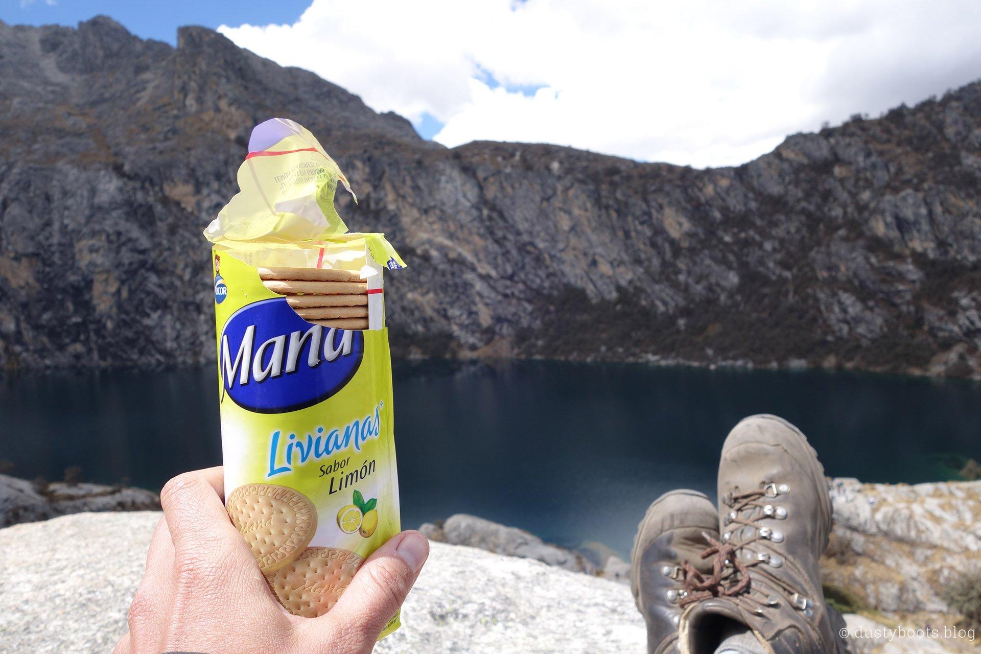 Laguna Churup Kekse essen auf dem Mirador