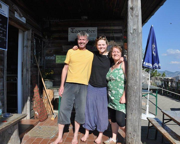 Anne Meinhardt de Alvarez mit Michi und Helen auf der Tegernseer Hütte