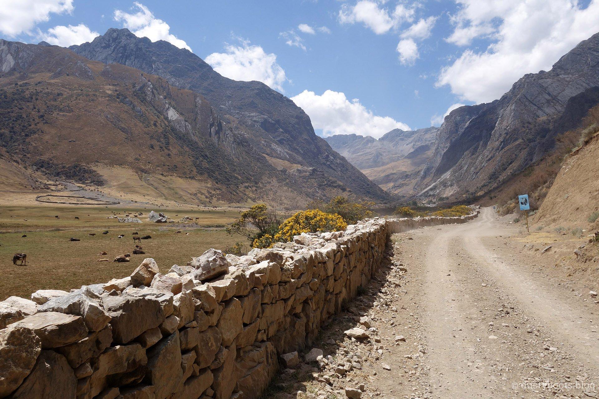Huayhuash Trek in Peru Tag1 von Pocpa nach Quartelhuain Minenstrasse