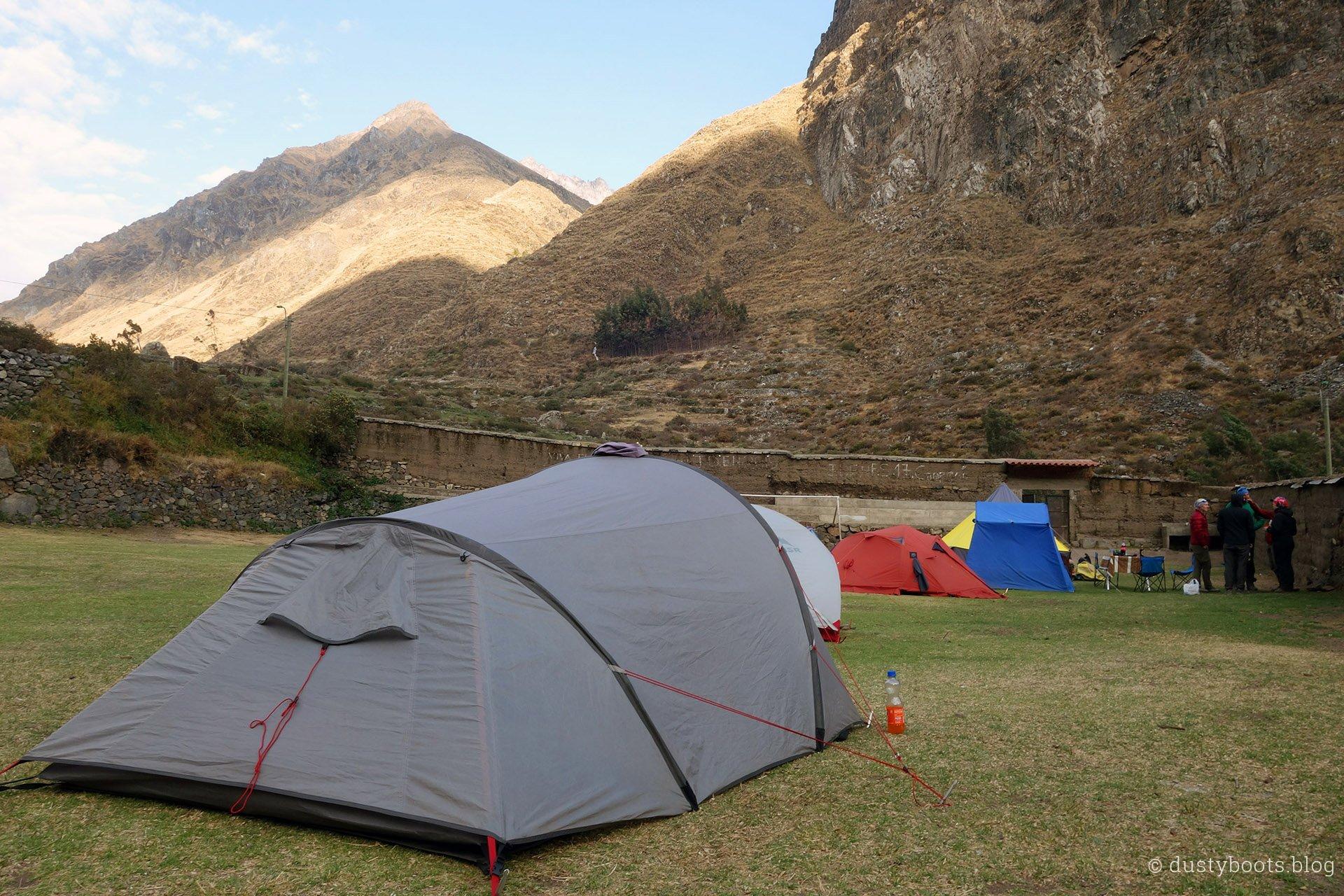Tag 7: Zelten auf dem Sportplatz in Huayllapa