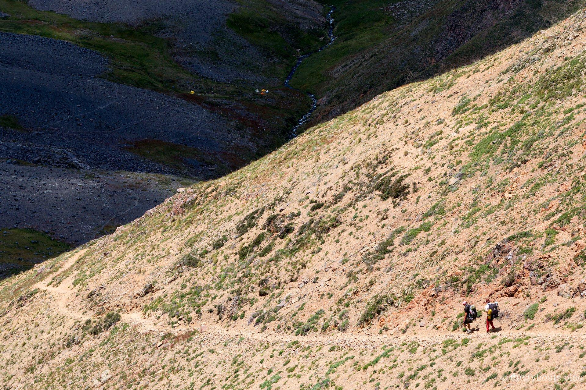 Abstieg ins Valle de Aguas Calientes in Chile