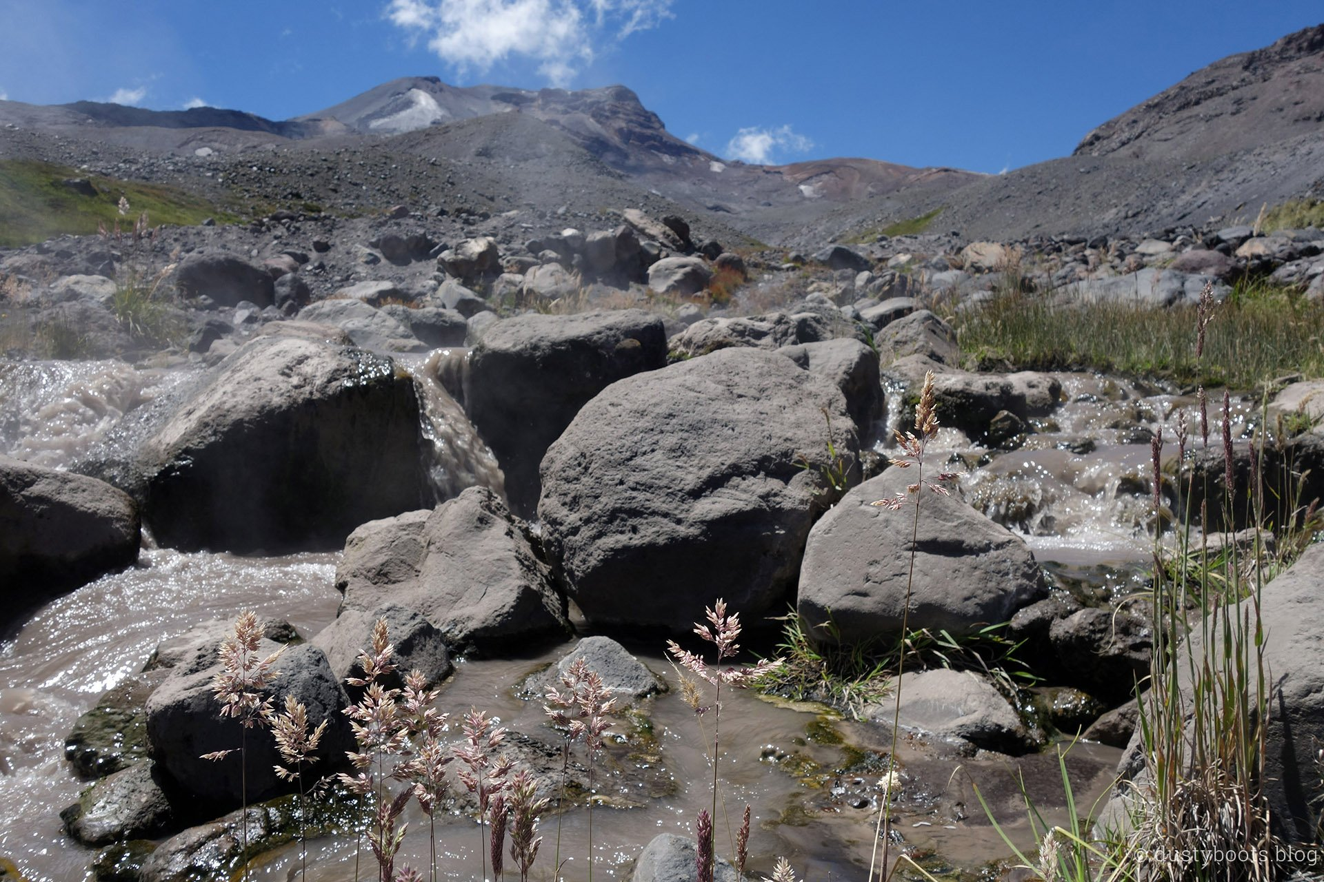 heißer Fluss im Valle de Aguas Calientes in Chile