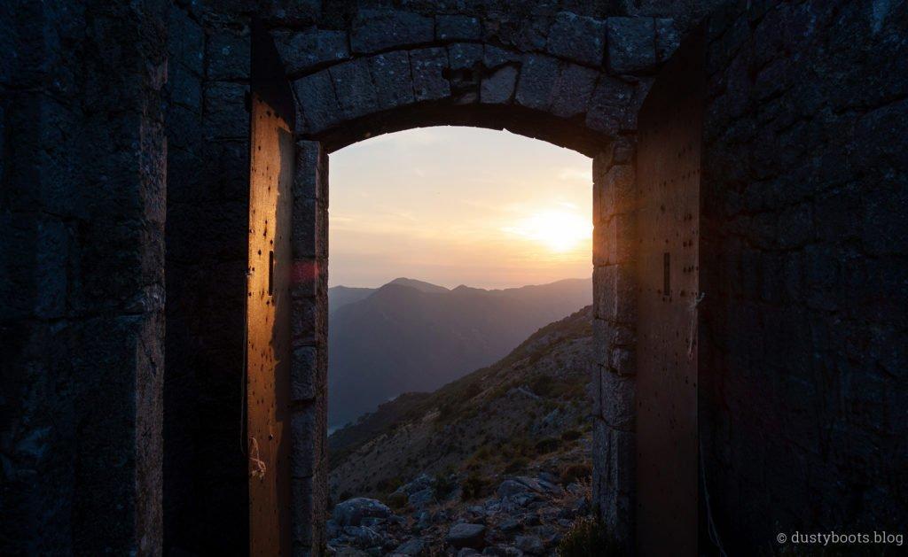 79_ppt_montenegro_festung_sonne_tor